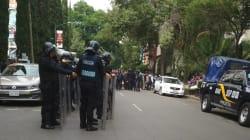 🎥 Enfrentamiento por desalojo deja 15 granaderos heridos y 3 civiles en la colonia
