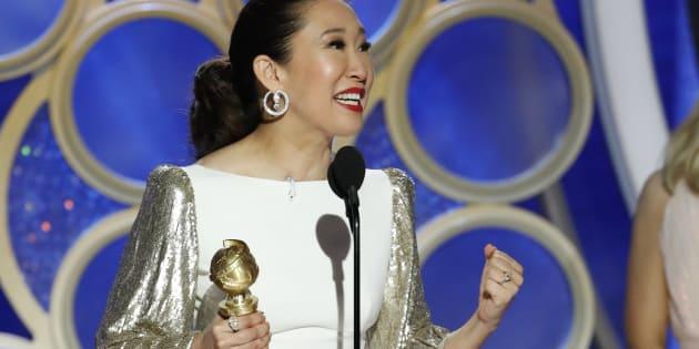 """Soirée parfaite pour Sandra Oh, présentatrice acclamée et actrice récompensée pour son rôle dans la série """"Killing Eve"""" aux Golden Globes 2019."""