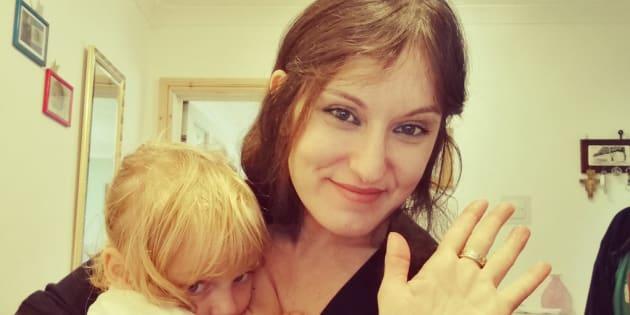 Stefania Giraldi, suivie par plus de 22.000 personnes, s'est fait un plaisir de moucher deux femmes et leurs préjugés sur l'allaitement.