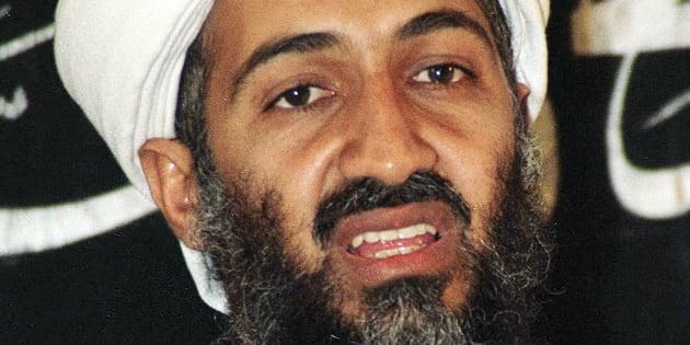 Osama Bin Laden, durante una aparición pública en Afganistán, en 1998.