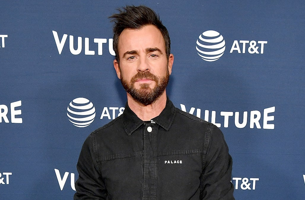 16c05b72 Justin Theroux shows off massive back tattoo dedicated to his deceased dogs