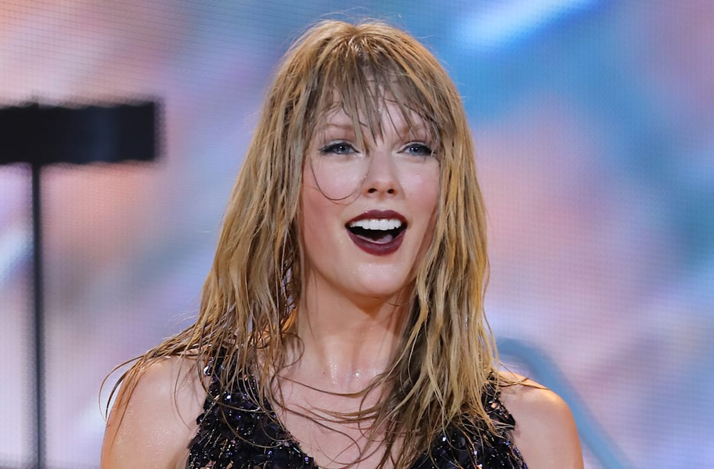 Fangirl moment taylor swift is all smiles meeting datelines dennis taylor swift is all smiles meeting datelines dennis murphy stopboris Image collections