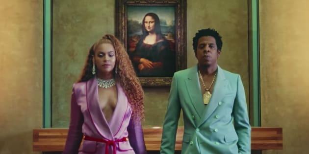 'The Carters' em frente à tela de 'Monalisa', numa reprodução de que viralizou nas redes sociais.