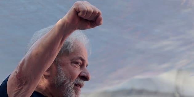 Luiz Inacio Lula da Silva, el expresidente de Brasil y aún candidato presidencial del PT, durante un acto con obreros del metal en Sao Bernardo do Campo, el pasado 7 de abril.