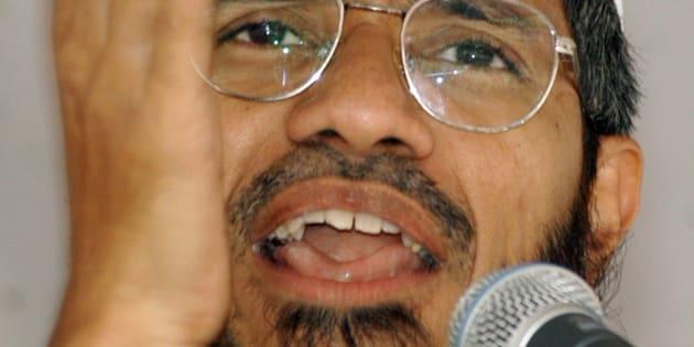 Dr. Zakir Naik, an Islamic scholar, delivers a speech in Srinagar September 7, 2003. REUTERS/Danish Ismail