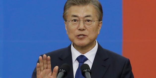 Le nouveau président sud-coréeen Moon Jae-In prête serment, le 10 mai à Séoul.