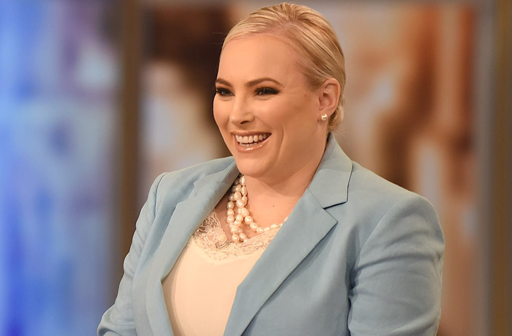 Meghan Mccain Calls Out Mindy Kaling After Her Former Producer Makes Cruel Jab About Her Audiobook Aol Entertainment