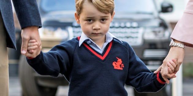 El príncipe George va a la escuela y encanta en redes