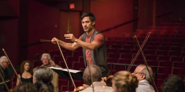 Gael Garcia Bernal incarne Rodrigo De Souza, illustre chef d'orchestre dans Mozart in the Jungle