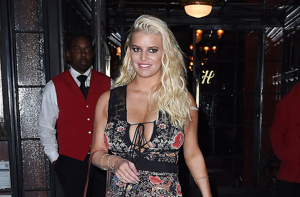 Jessica Simpson's cleavage spills out of tight floral ...