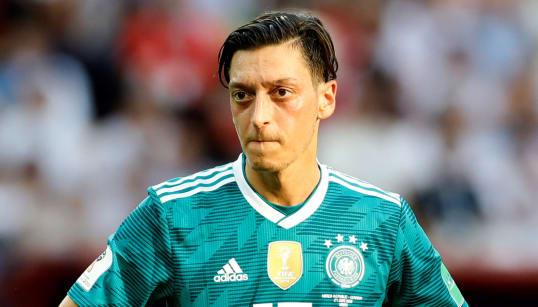 サッカー連盟会長の「人種差別」を告発、エジルがドイツ代表を引退「もう代表ユニフォームを着たくない」