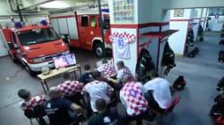 ワールドカップPK戦の最中に緊急事態。クロアチアの消防士たちの切り替えが半端ない