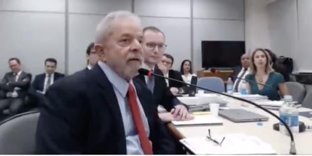 Resultado de imagem para Lula interrogado pela juiza Gabriela Hardt em Curitiba