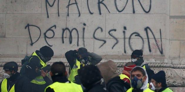 """Beppe Grillo: """"I gilet gialli francesi sono come noi, vogliamo le stesse cose�  (segnatevi  ANCHE queste parole)"""