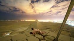 Nueva cota de la tontería humana: una pareja graba cómo escala la pirámide de Keops para desnudarse en la