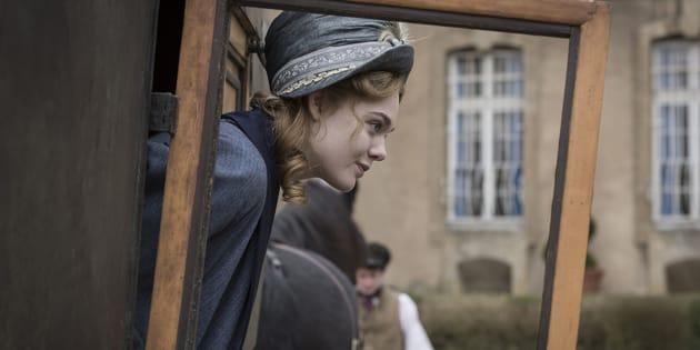 """Elle Fanning incarne Mary Shelley, l'auteure de """"Frankenstein"""", dans un biopic sur la jeunesse de l'écrivaine."""