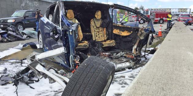 テスラ「モデルX」の衝突事故、...
