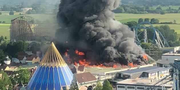 Europa Park: Un énorme incendie se déclenche dans le parc d'attractions, pas de blessé.