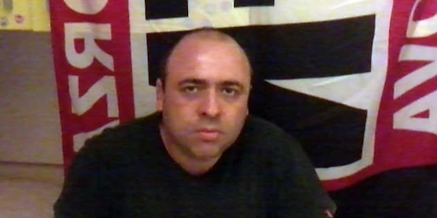Spara dal balcone e ferisce 5 persone, uccide la moglie e si barrica in casa: un sostenitore di Forza Nuova semina il panico nel Casertano