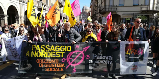 """Libera a Padova contro le mafie: """"Siamo in 50mila"""". Don Ciotti: """"Basta silenzi, alziamo la ..."""