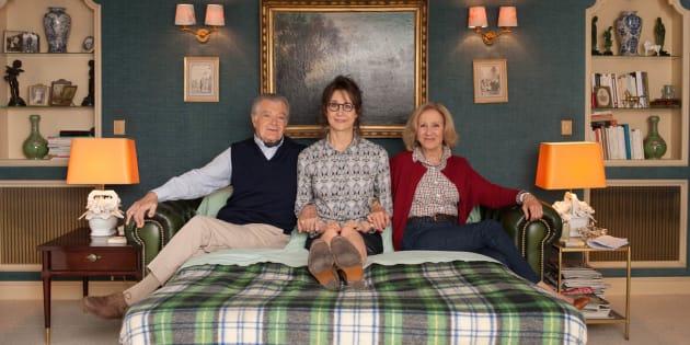 """Valérie Lemercier retourne vivre chez ses parents, joués par Hélène Vincent et Philippe Laudenbach, dans """"Marie-Francine""""."""