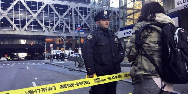 Polícia de Nova York investiga explosão no terminal rodoviário de Port Authority.