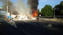 VIDEO: Una persona muere en un incendio de tráiler en La