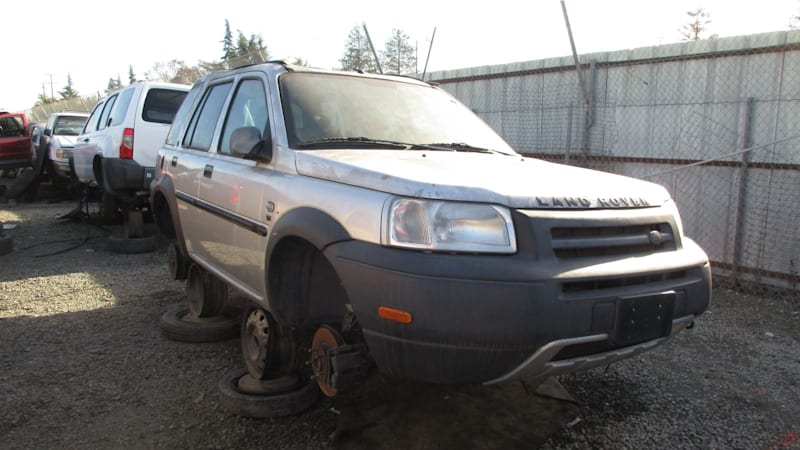 junkyard gem 2003 land rover freelander se autoblog. Black Bedroom Furniture Sets. Home Design Ideas