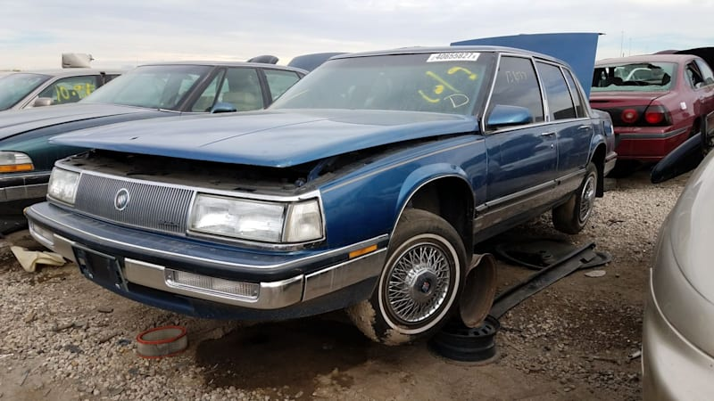 00+-+1990+Buick+Park+Avenue+in+Colorado+wrecking+yard+-+photo+by+Murilee+Martin.jpg