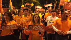 Militantes do Novo protestam contra exclusão de João Amoêdo do debate da