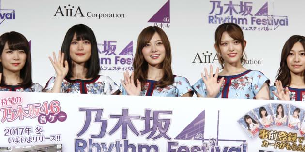 音楽ゲームアプリ「乃木坂46リズムフェスティバル」のリリース発表会に参加した、乃木坂46の白石麻衣さんら=2017年11月14日、東京都内