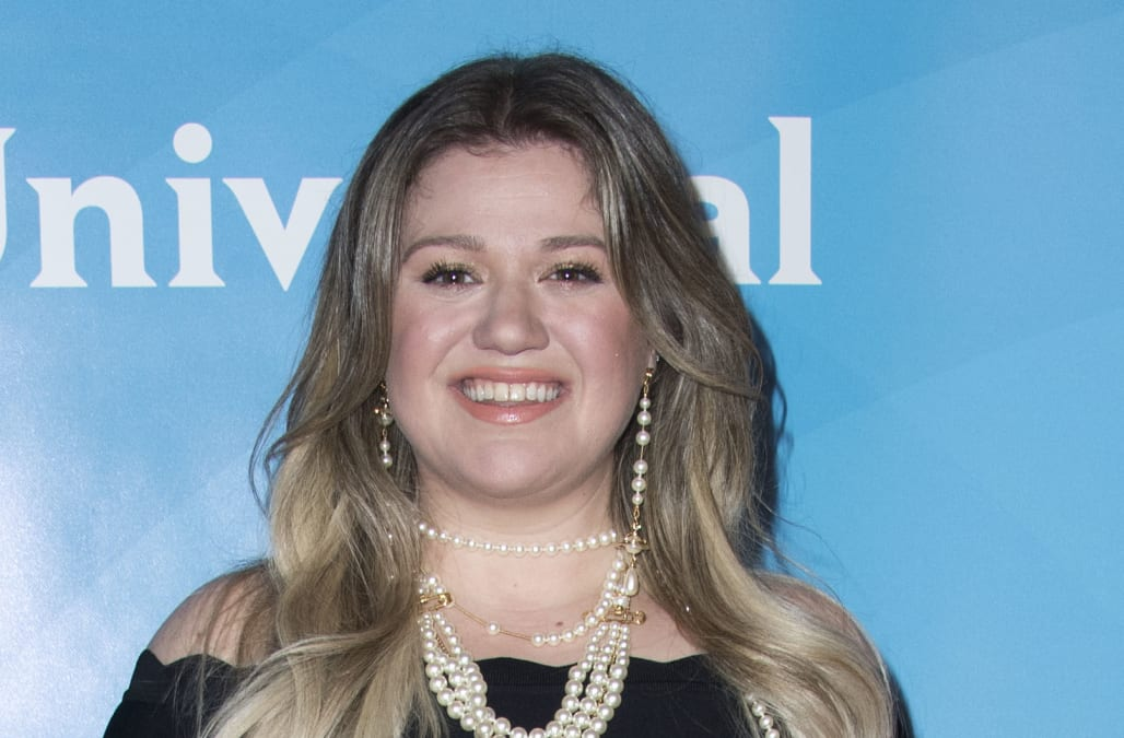 Kelly clarkson stronger deluxe download nail, waxing, spa, eyelash.