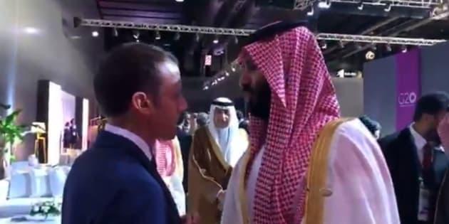 """""""Vous ne m'écoutez jamais"""": un bref échange entre Macron et MBS filmé au G20"""