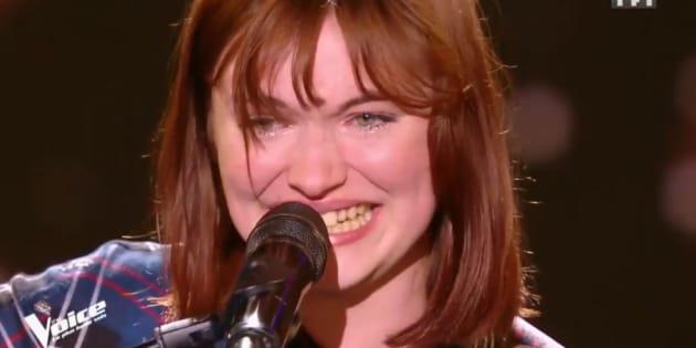 """Dans """"The Voice"""", Chloé a fondu en larmes en pleine chanson et ému tout le monde"""