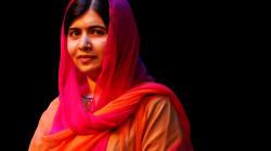 📷 Malala, acosada en internet por vestir jeans y
