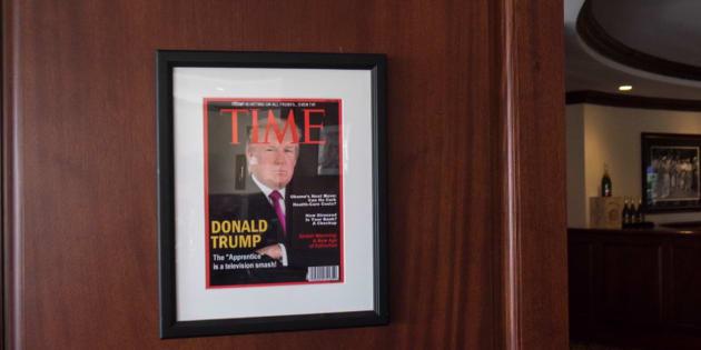 """Cette couverture de """"Time"""" est un montage... que Trump a encadré et accroché dans ses hôtels"""
