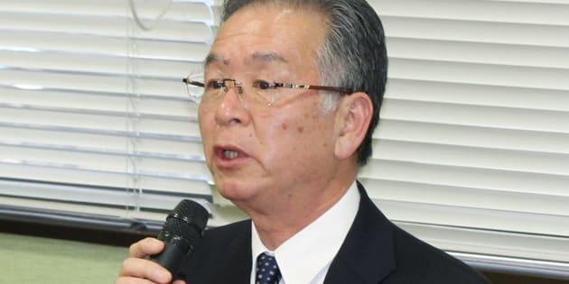 ※写真は12月12日の記者会見の様子。橋本達也市長は知人女性に市長室でキスをするなどの不適切な行為をしたことに関して説明した。