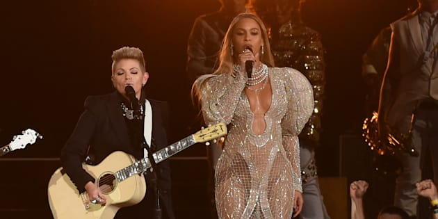 Beyoncé à Nashville avec Emily Robison et Natalie Maines de Dixie Chicks lors des CMA Awards, le 2 novembre 2016.  Rick Diamond/Getty Images/AFP