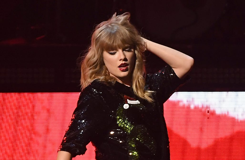 Jingle Ball 2017: All of the wildest looks from Taylor Swift, Halsey