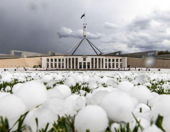 Freak hailstorm wallops Australia amid wildfires