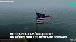 Ce drapeau lutte contre l'ouragan Florence et devient un