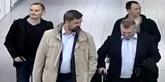 Les agents russes à leur arrivée aux Pays-Bas.