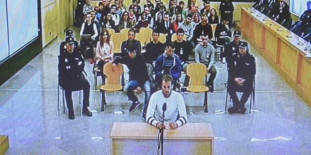 Imagen de archivo de la primera jornada del juicio por la agresión de Alsasua, con los acusados sentados en el banquillo.