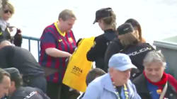 La Policía requisa camisetas amarillas en la final de la Copa del