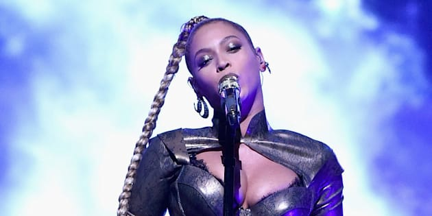 Beyoncé fans reportedly started cutting their ears after the singer's earring was torn out during her latest performance.
