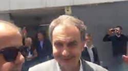 Lanzan botellas a Zapatero a la salida de un colegio electoral en