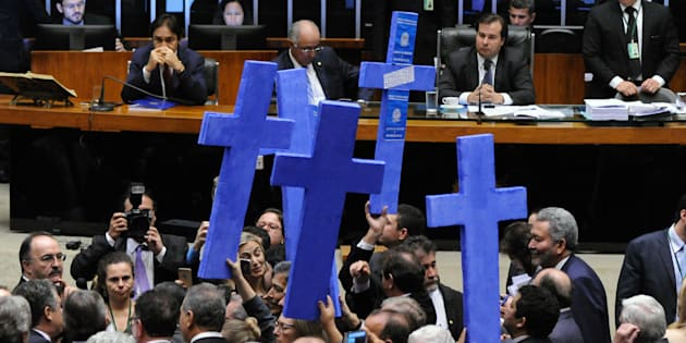 Deputados protestam, em plenário, contra reforma trabalhista.