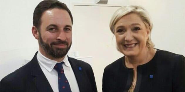 Santiago Abascal y Marine Le Pen en abril de 2017.