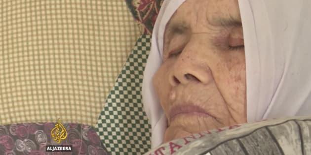 Bibihal Uzbeki, recostada en su cama, en la localidad sueca de Hova.