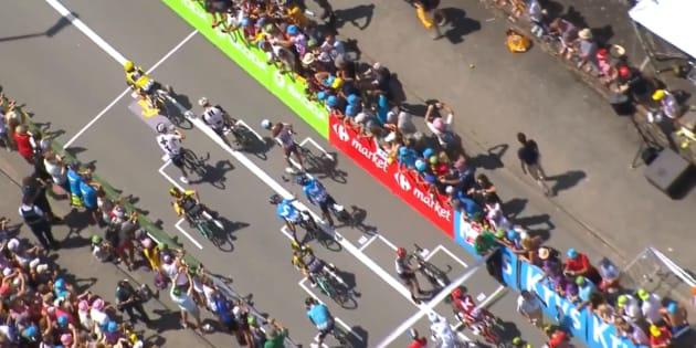 Vous n'avez jamais vu un départ de cyclistes pareil pendant le Tour de France